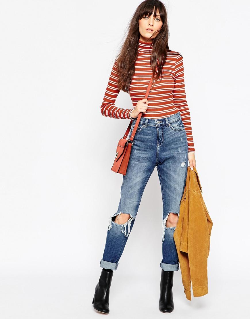 冬季的時候可以選擇稍微高領的設計,搭配寬褲更能呈現出摩登的感覺!