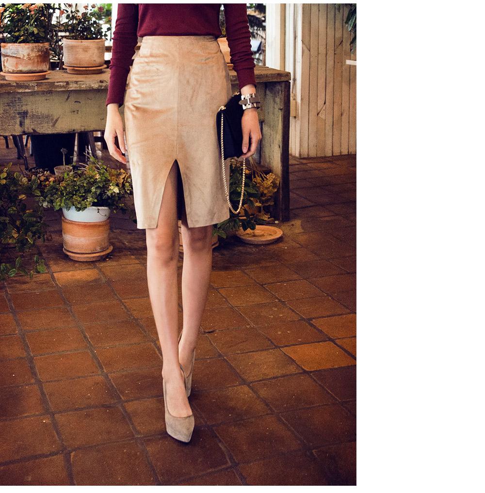 和IU MV中風格類似,在裙尾的地方做出中線剪角,特別性感。