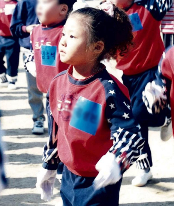 #10.金xx  穿著可愛的小學生運動服,和一對圓滾滾的大眼睛