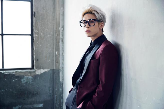 ★ Top 9 :: SHINee 鐘鉉(38首)★  本來就知道鐘鉉很會作詞作曲,但沒想到居然默默有 38 首了耶!其實 SHINee 專輯中有很多收錄取都是他創作的喔!像是最近發行的「ODD EYE」、「VIEW」,還有他自己 solo 專輯中的「데자부(FEAT.ZION.T)」等等。