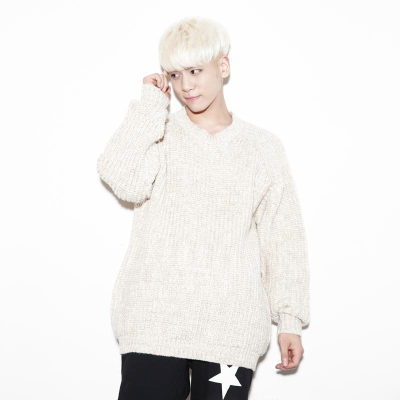 除了幫自己和 SHINee 寫歌外,他的創作也會出現在其他歌手的專輯裡,像是 EXO 的「PLAYBOY」和金藝琳的「NO MORE」都是鐘鉉的作品。
