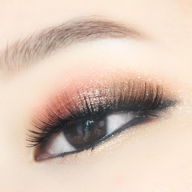 用Bbia眼影亮粉完成的Party彩妝~ 因為是閃閃發亮,華麗的彩妝所以粘了一下假睫毛 :D