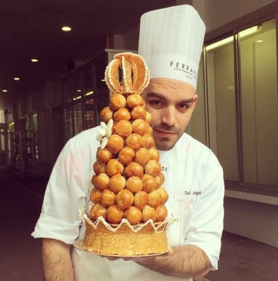 你現在看到的這個帥哥是生活在法國巴黎的Tal Spiegel,他是一名廚師,也是一名平面設計師...☆