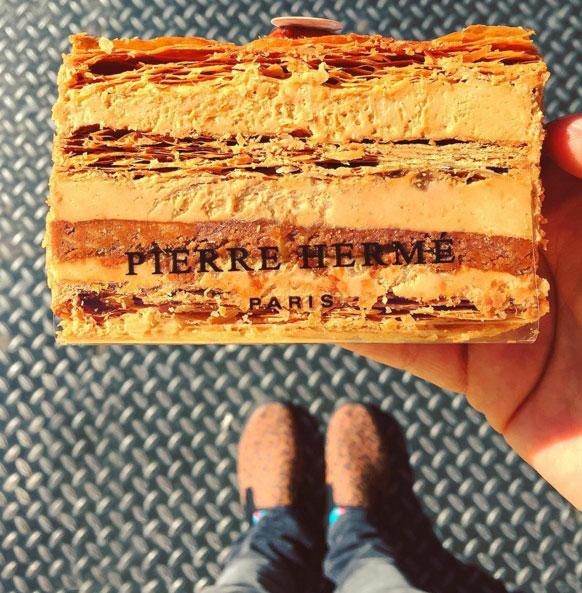法式千層餅!狠狠咬一大口,發出咔呲咔呲的聲音...裡邊還夾有軟軟的奶油....香香脆脆又甜甜...♥