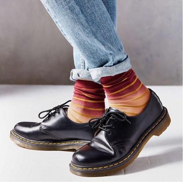 1461雖然看起來像是學生鞋,但復古的膠底與縫線設計,很適合做Vintage穿搭!