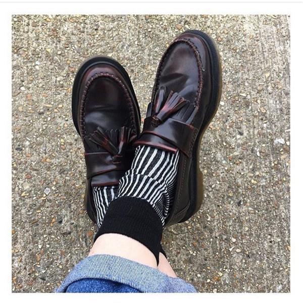 樂福鞋款的材質設計,有著天然的獨特皮質風格,是一雙無論單穿或是搭上可愛的襪子,都能消化的鞋款。