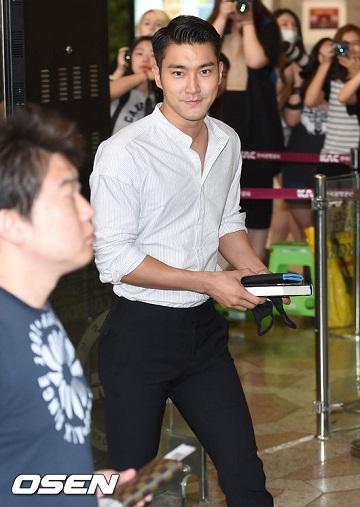 就是這個擁有魔性魅力的男子~SJ的始源啦!