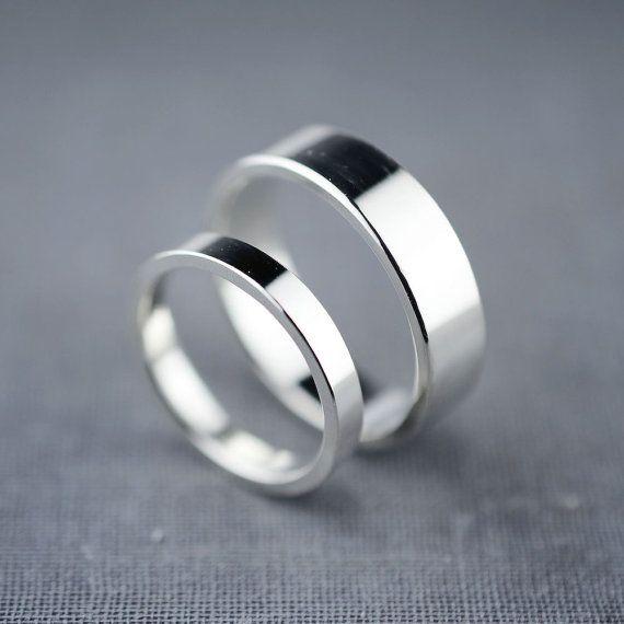或者是可以考慮看看非常簡單的戒指~ 絕對不會戴膩