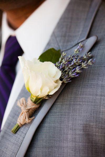 領帶與西裝的顏色適當的配一下就可以囉~~