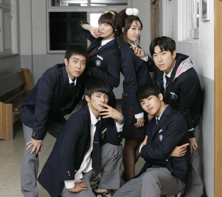 #1位 請回答 1997(2012) 主演:鄭恩地 徐仁國 以韓國偶像團體H.O.T.與水晶男孩當紅的1990年代末的釜山為背景,講述沉浸在偶像組合的女高中生和朋友們的成長日記。