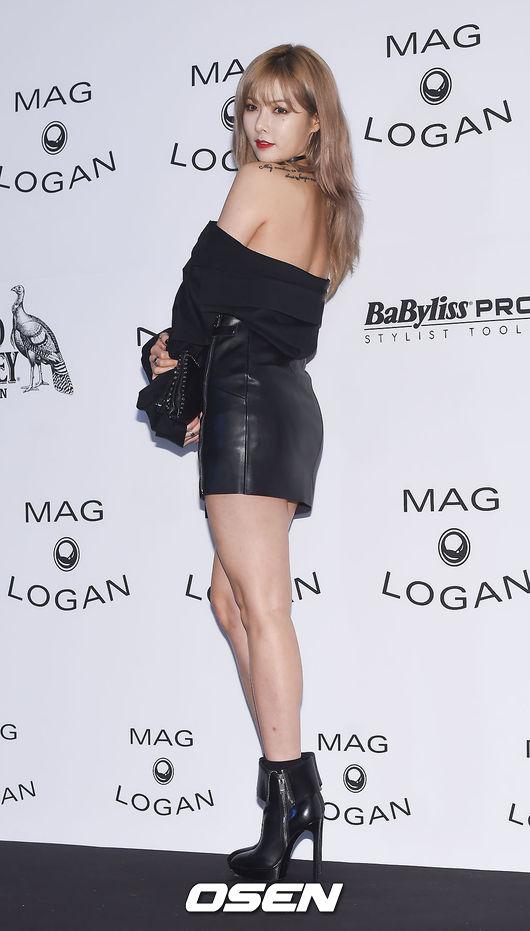 5. 包臀裙、包臀褲展示曲線 包臀裙和高腰包臀褲都也是韓妞偏愛的單品類型,配上高跟鞋,這樣不僅能將曲線完美展示出來,還能使腿看上去又細又長。上身可以搭配襯衫或 T 恤,知性中帶有些小性感。