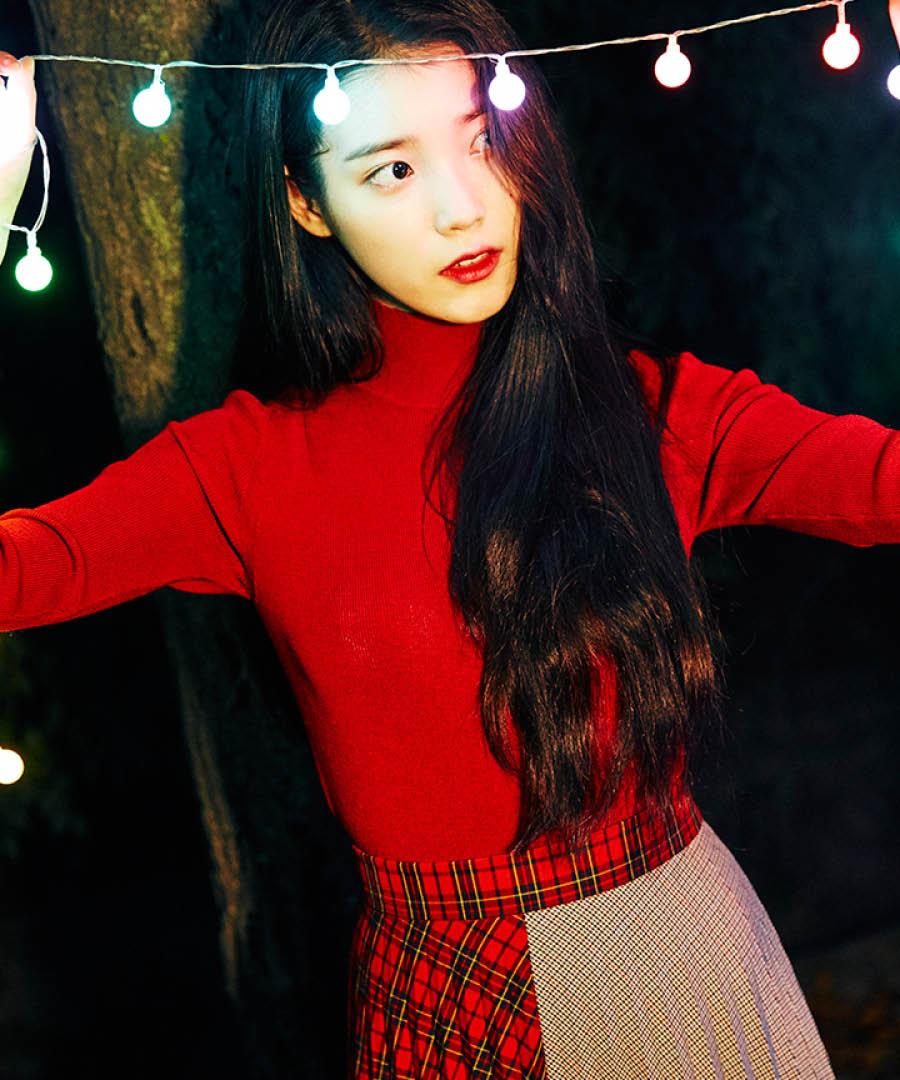 最近帶著新專輯回來的IU也在teaser中 展現過百摺裙的不同魅力 更選擇了特別的半半配色 搭配鮮豔搶眼的紅色上衣展現IU從女孩轉變為散發小女人氣息的獨特魅力