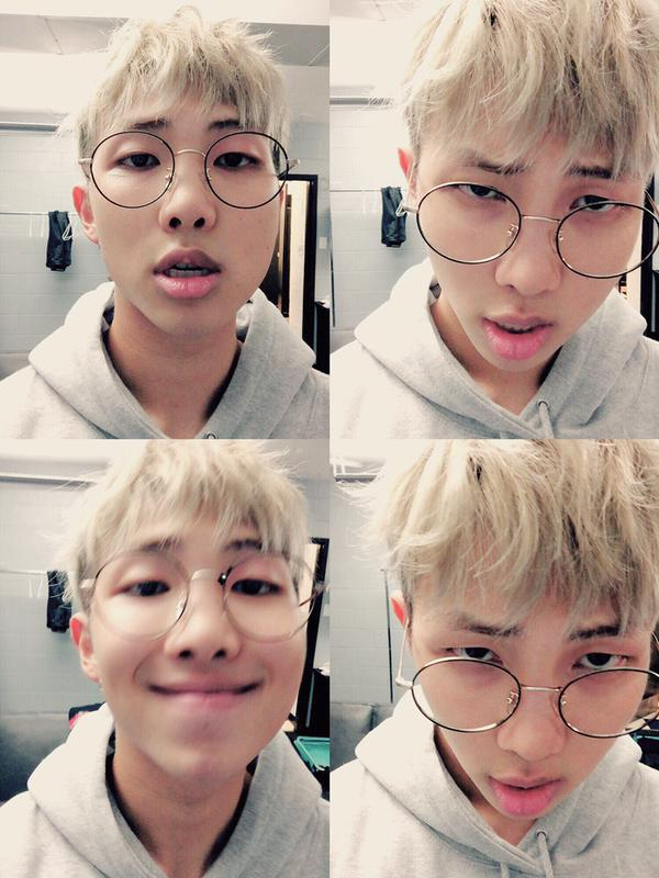 BTS 的隊長 Rap Monster 是選擇戴銀色框的圓圓眼鏡。