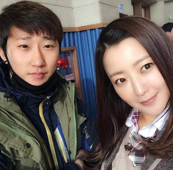 但通過韓劇<憤怒的媽媽>,演出讓人印象深刻的母愛而受到大家的演技認可.