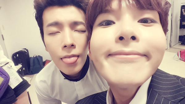 在 Super Junior 算是忙內的厲旭,每次都會發一些很可愛的自拍照。