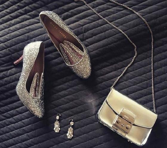 休閒球鞋、高跟鞋各種鞋款,只要加上兔耳朵,就變得俏皮可愛。