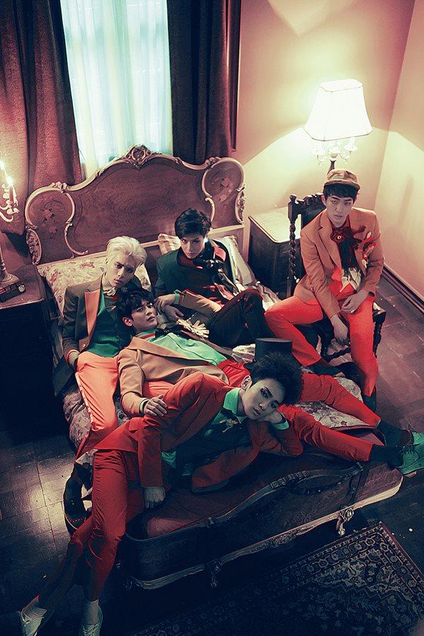 入圍5項的還有SHINee,分別是最佳男子團體、最佳舞蹈表演《View》、最佳音樂錄影帶《Married To the Music》、最佳年度歌手、最佳年度歌曲《View》