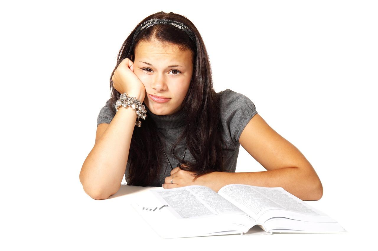5. 退學/中斷學業 因為龐大的練習課程,如果還要上課,對很多學生來說是很大的負擔,因此會選擇退學或暫緩學業。但這也是許多家長擔心的一點,怕孩子沒有學到基本知識