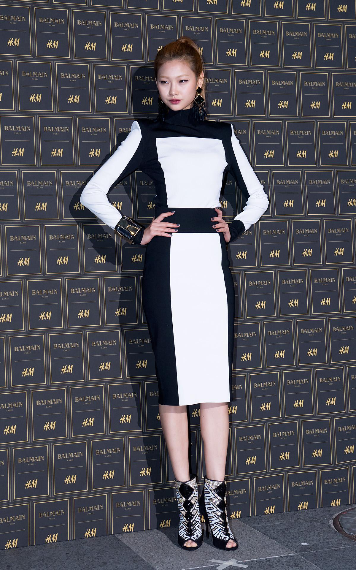 模特兒鄭浩妍穿上與Jia同一個設計概念的套裝,呈現了強勢的時尚感。