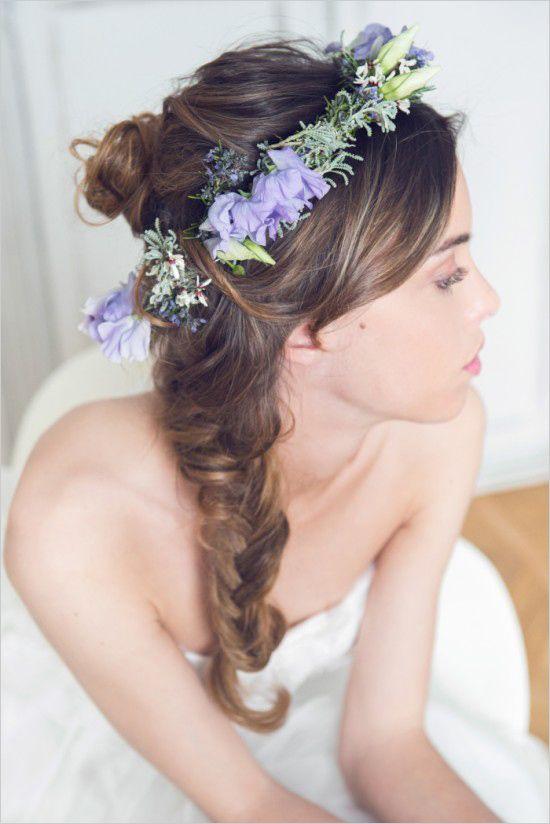 最近花朵是不可缺少的haha 不要害羞,叫髮型師幫你放上一些花吧!