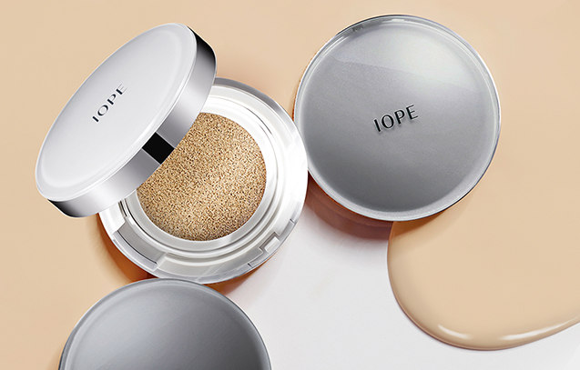 TOP 10:IOPE 韓國第一個COS的醫療品牌,以高濃縮植物萃取成份和尖端科技為本,IOPE主要集中在28、9歲以上,需要增強皮膚彈性、保持水分和新陳代謝的成熟魅力女性。明星產品就是《星你》裡全智賢女神用的氣墊粉底了。