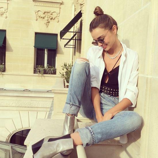通過Chayy's模特兒公司,從13歲就開始從事模特兒工作.
