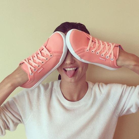 即使用鞋子遮住還能看到那美麗的姿態... ♥  (小編怎麼遮還是一樣的醜.. ★)