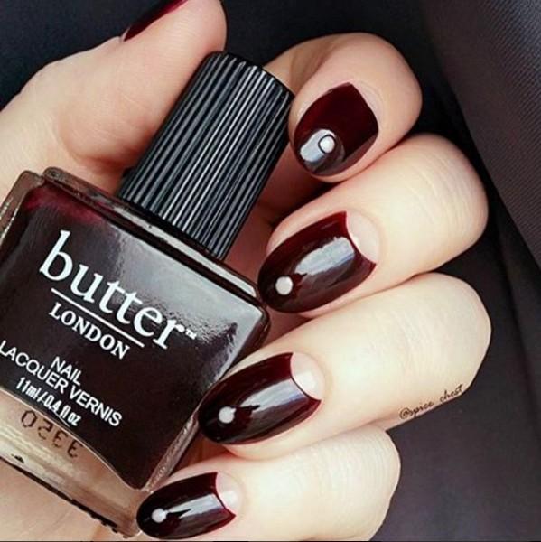 有些更會加深黑色調的部分,替手指頭潤色看起來更為白皙!(有那麼一點吸血鬼的感覺~)