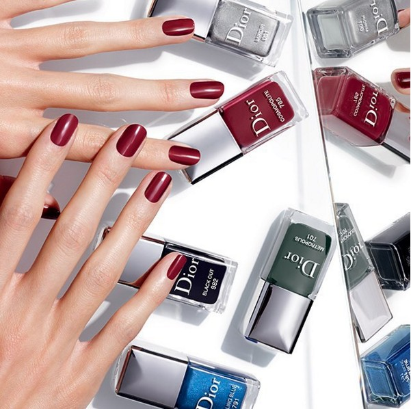 露可你看最喜歡的就是Dior 這個秋冬主打的限量指彩,流動金屬光澤感是今年秋冬彩妝與指彩很重要的特色!