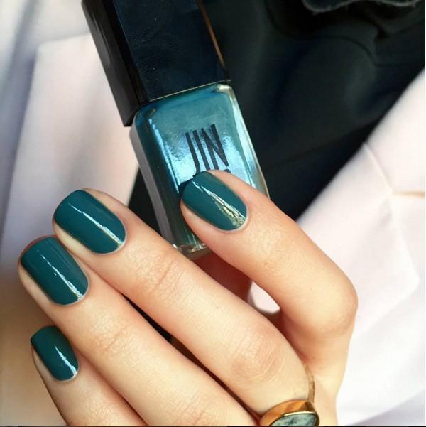 帶有藍色調的綠,雖然很簡單,卻能夠突顯品味與個性!