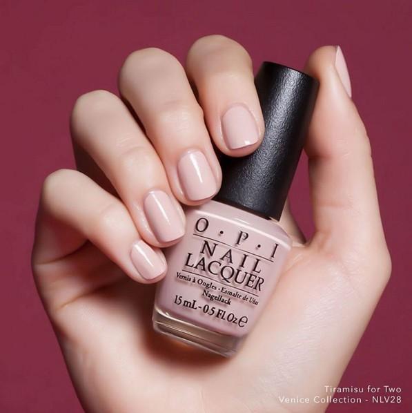 粉嫩的裸色調,讓手指看起來更溫暖、提亮指尖的色調。