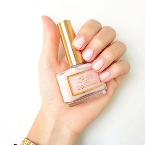 乳白色的柔和色彩,是屬於肌膚較白的女生可以嘗試的色彩!