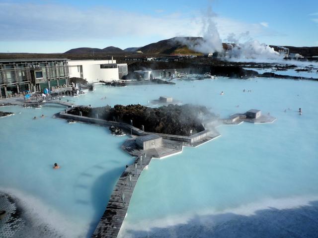 ①溫泉 這裡是位於冰島首都雷克雅維克的世界上最大的戶外溫泉☞Blue Lagoon!!