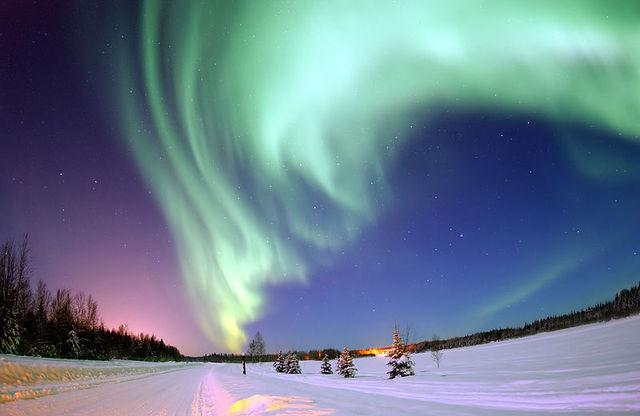 ②極光 據說有不少到冰島的遊客都是為了看極光而來的呢~ 這也是許多人的「遺願清單」之一!