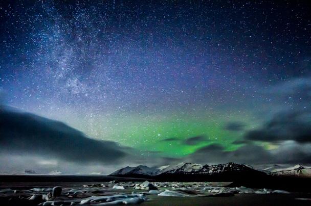 「極光之旅」主要是在夜晚,乘車去沒有光的郊區,周圍越是沒有光看得越清楚!