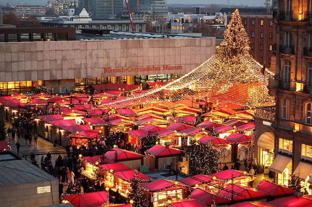 ③聖誕市場 在歐洲各地都有各色浪漫的聖誕市場...其中最著名的要數德國科隆的聖誕市場♥