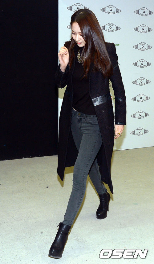 黑色是秀晶最常穿的顏色,也是最能完美演繹出她的冷艷的顏色。