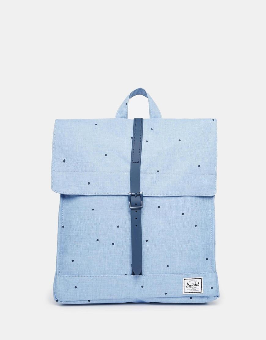 首先是Herschel Supply Co 推出的方包款,這個款式的包包一直都很熱門,非常受到學生的喜愛!