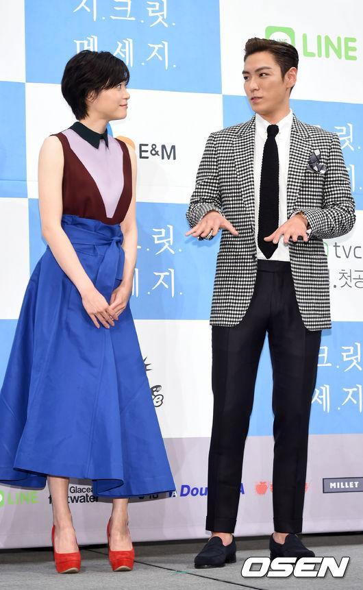 在首爾的記者會上,兩人互動算是滿自然~(我想這張T.O.P應該不是在教划酒拳)
