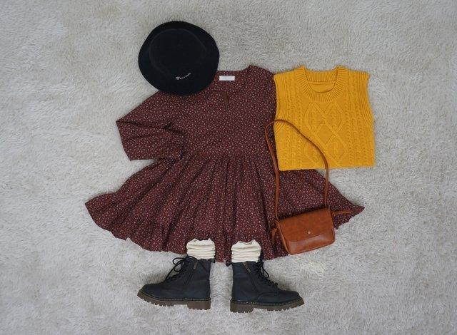 #連衣裙 夏天的連衣裙千萬別急著收起來~搭上一件背心就能變秋裝了~再冷的時候還可以套上一件厚外套