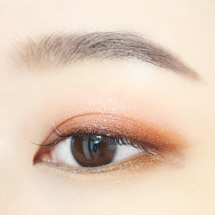 眼尾三角區也塗一層棕色眼影~