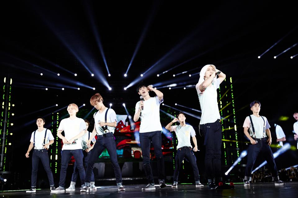 不比女藝人,來看看最高人氣的男偶像MV呢?EXO的《Love Me Right》MV目前超過87萬瀏覽量