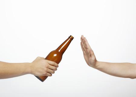 6. 盡可能不喝酒 酒精會增加體內雌激素和雄性激素的分泌,這也是增加患乳癌風險的一大原因。