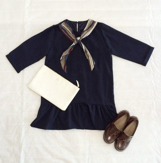 有的衣服上直接就會帶絲巾~尤其是這種短款連衣裙