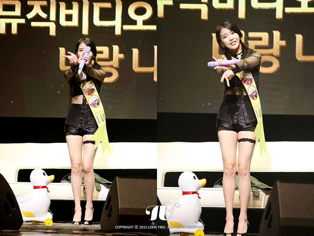 但也有網友反駁說,像EXO或太妍出新歌,粉絲一定會去聽他們的歌,但是IU出新歌,不管是不是粉絲都會去聽她的歌~畢竟IU在韓國的確是滿老少皆宜的人氣歌手呢!