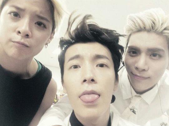1.f(x) Amber 2.Super Junior東海 3.SHINee鐘鉉  基本成員就是小編已經講過N遍的恐龍三兄妹XD大家已經對他們熟到不行了吧