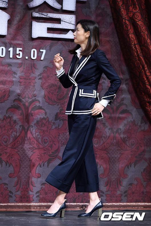 全女神也是TB的忠實粉~ 身著2015早秋系列闊腿褲Look 亮相電影《暗殺》的製作發表會