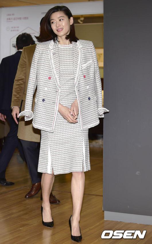 穿上TB 2015早春度假系列灰色格紋西服+連衣裙 女神更優雅了