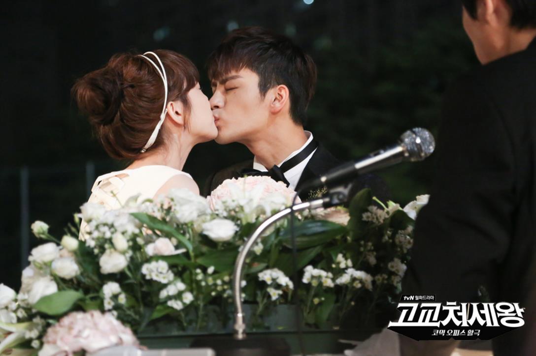 徐仁國之前在《高校處世王》的時候也和李荷娜演出一段姊弟戀,一段上班族女性和男高中生的愛戀♡