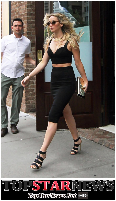 2. 珍妮佛勞倫斯(Jennifer Lawrence  / 1990.08.15) 代表作:  <X戰警:第一戰>, <飢餓遊戲>, <派特的幸福劇本>, <美国騙局> 等.
